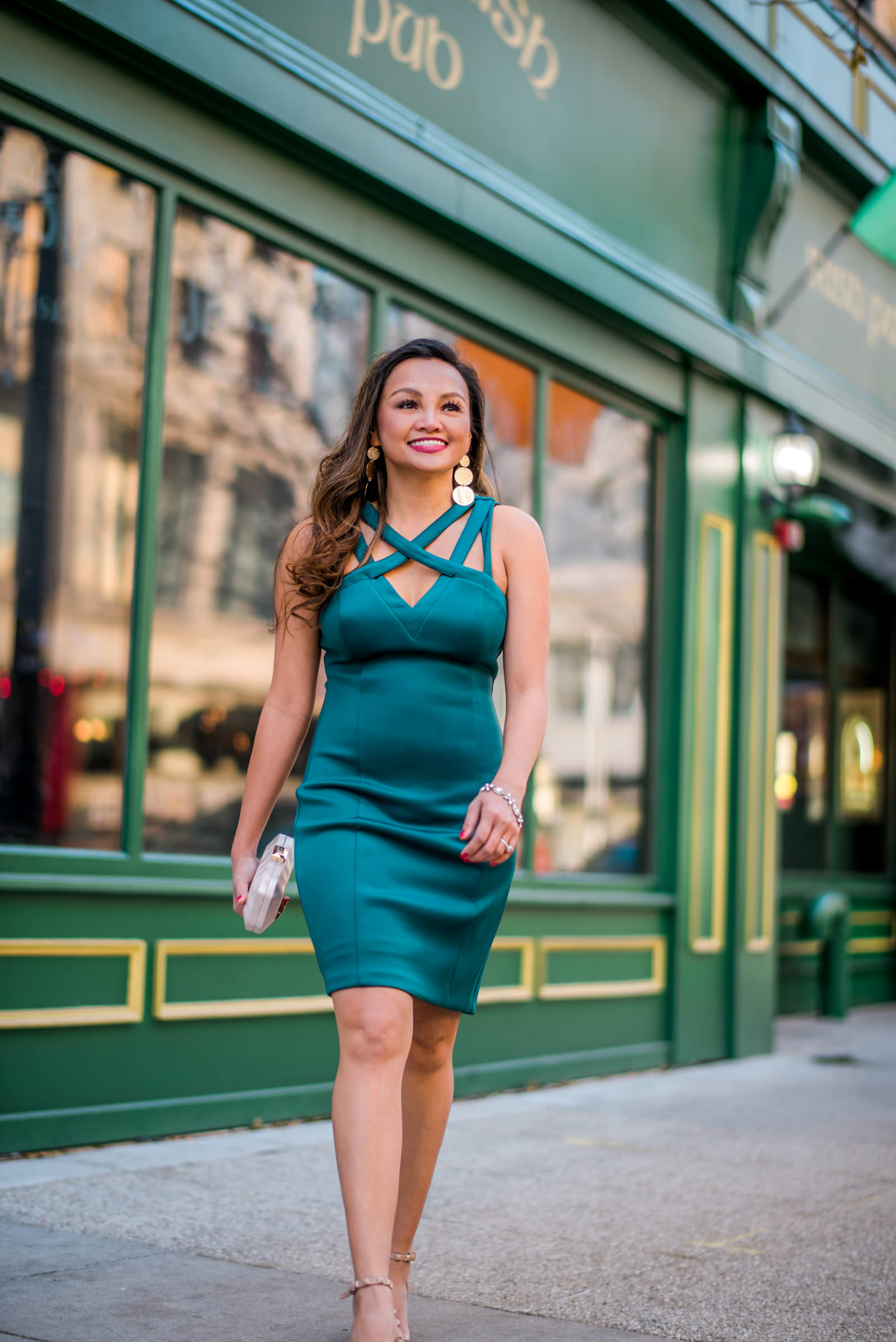 colors of mei, mei, milwaukee fashion blogger, milwaukee lifestyle blogger, mo's irish pub, guess dress, emerald dress, cocktail dress, green dress ideas, date night dress